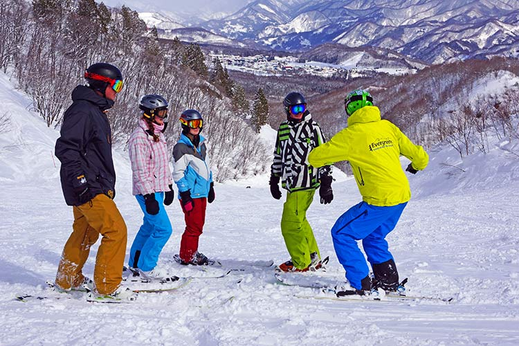 Evergreen International Ski School - Group Ski Lesson on Iwatake