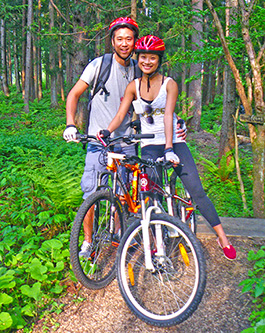 mountain biking in japan - mtb funride - couple in forest