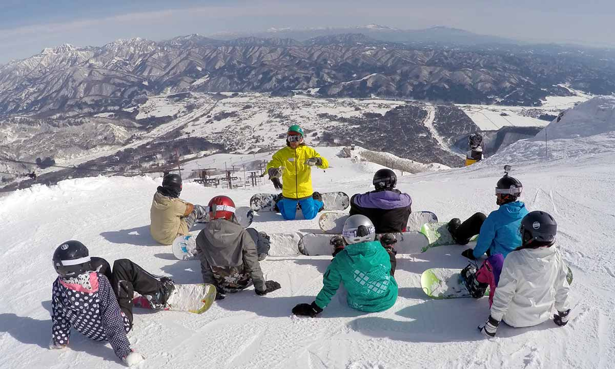 snowboard lessons in hakuba - happo-one - getting ready to ride