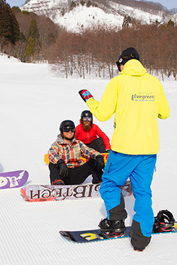 adult group snowboard lessons on happo-one