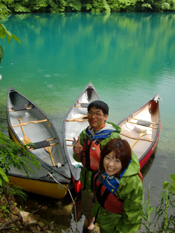 canadian canoe - couple on tour