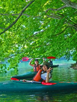girls kayaking on lake aokiko