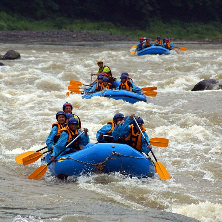 summer camp in japan - rafting