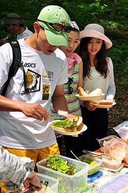 canoe picnic lunch