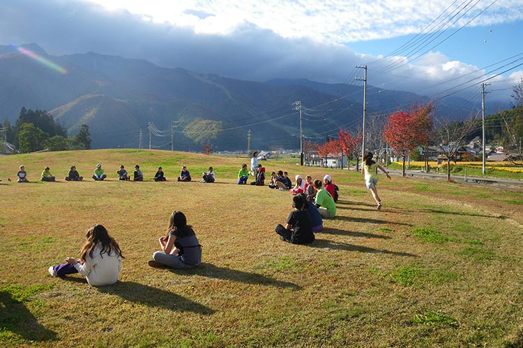 playing outside in hakuba