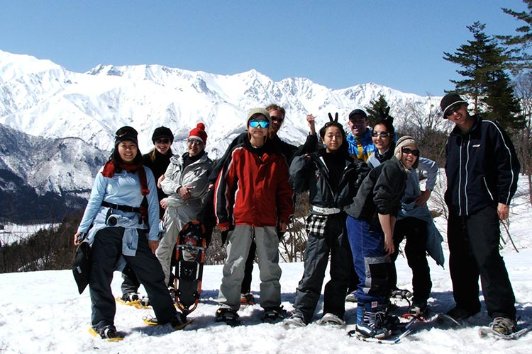 school snowshoe tour in hakuba